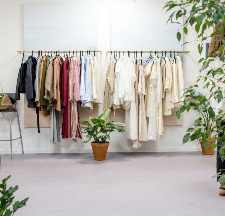 Slow fashion - jak świadomie kupować ubrania