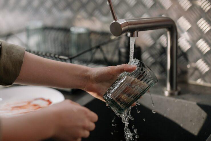Jak oszczędzać wodę? Poznaj 7 najskuteczniejszych sposobów!