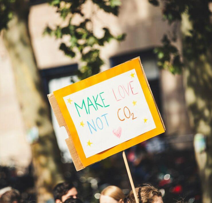 Ślad węglowy - czym jest i jak go ograniczać?